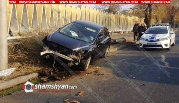 26–ամյա վարորդը Peugeot ավտոմեքենայով կառավարական ամառանոցի մոտ տապալել է 2 չորացած ծառ և բախվել էլեկտրասյանը. կա վիրավոր