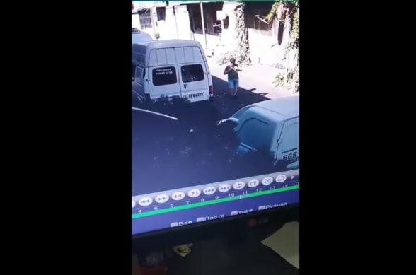 Որոնվում է մեքենայի սրահից առերևույթ գողություն կատարած անձը (տեսանյութ)