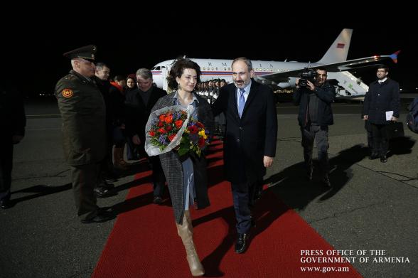 Փաշինյանը տիկնոջ հետ գնալու է Իտալիա