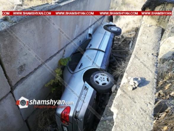 Լոռու մարզում Mercedes-ը դուրս է եկել ճանապարհի երթևեկելի գոտուց և ընկել հարակից ձորակը