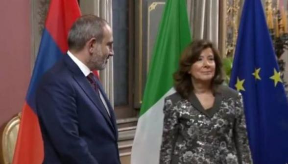 Անհարմար իրավիճակ՝ Իտալիայի Սենատի նախագահ-Փաշինյան հանդիպումից առաջ (տեսանյութ)