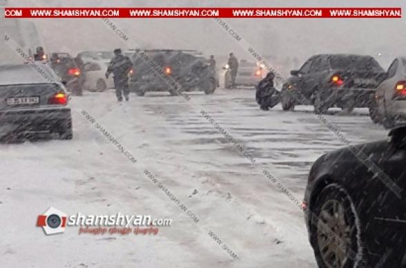 Արտակարգ իրավիճակ՝ Երևան-Գյումրի ճանապարհին. 60-ից ավելի ավտոմեքենաների վարորդներ հայտնվել են մերկասառույցի վրա