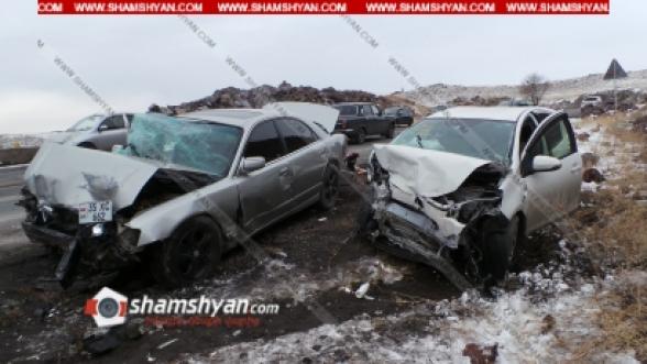 Արագածոտնի մարզում բախվել են Volkswagen Passat, Mazda և Toyota Aqua մեքենաները. կա 4 վիրավոր