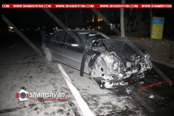 Բախվել են Mercedes-ն ու Opel-ը. Opel-ը հայտնվել է մայթին, իսկ վրայից գազաբալոնն ու հետևի անվահեծանները պոկվել ու մի քանի մետր շպրտվել են