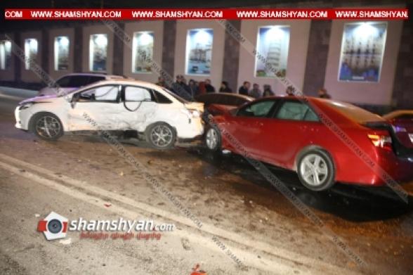 Բախվել են Toyota Camry-ն ու Ford-ը և կայանված BMW-ն. կա 4 վիրավոր