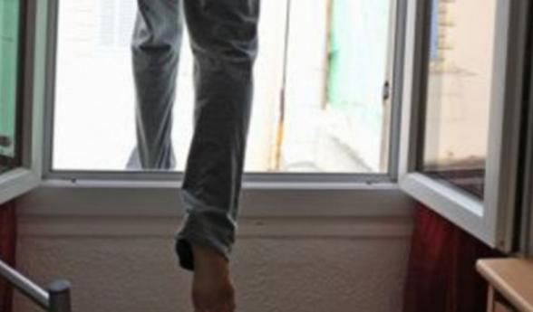Քաղաքացին ցանկացել է ցած նետվել 5 հարկանի շենքի տանիքից