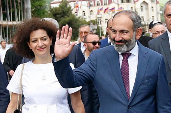 Почему Никол Пашинян и Анна Акопян зовут людей на площадь