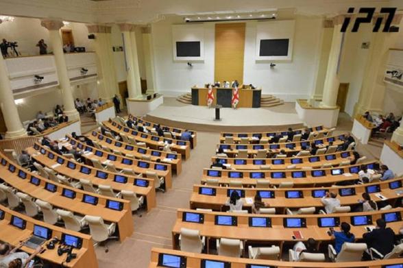 Լրագրողներին բռնի ուժով դուրս են բերել Վրաստանի խորհրդարանից