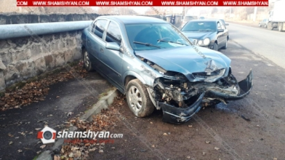 Կոտայքի մարզում բախվել են Mitsubishi Pajero io-ն և Opel Astra-ն. վերջինը հայտնվել է հետիոտնի համար նախատեսված մայթին. կա վիրավոր