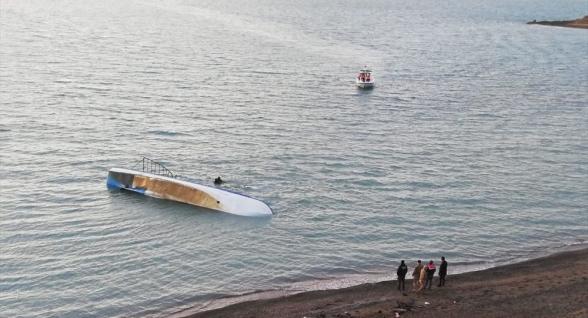Վանա լճում փախստականներ տեղափոխող նավ է խորտակվել