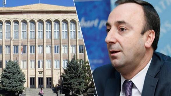 Բողոքի ակցիա՝ Սահմանադրական դատարանի դիմաց. ՀՔԾ-ն հարցաքննել է Հրայր Թովմասյանին (տեսանյութ)