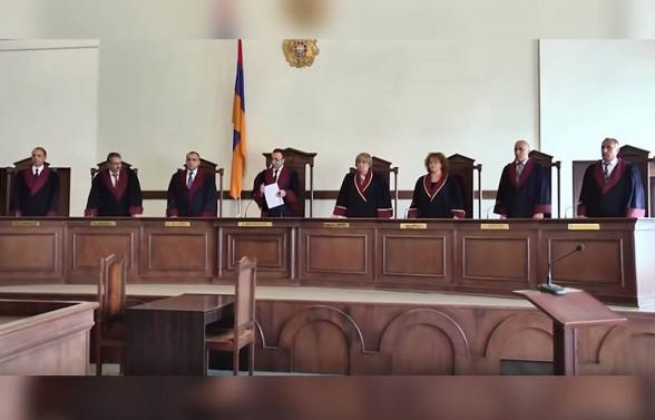 ՍԴ նախագահի դեմ «պայքարի» զավեշտն ու անօրինականությունը հատել է տրամաբանության բոլոր սահմանագծերը և հասել աբսուրդի մակարդակի․ «Հրապարակ»