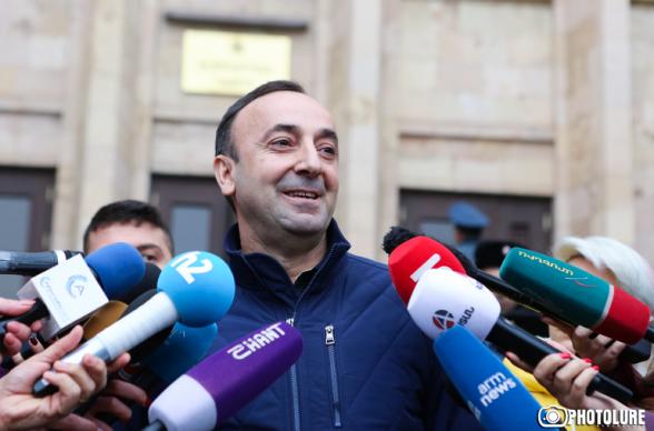 Հրայր Թովմասյանի փաստաբանը չի բացառում՝ կարող է լինել ապօրինի կալանք
