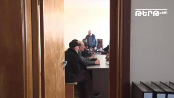 Էջմիածնի ՋՕ ընկերության վարչությունը լուծարվել է, ինչն էլ առաջացրել է աշխատակիցների զայրութը (տեսանյութ)