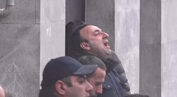 Հրայր Թովմասյանն արտասվել է՝ այցելելով Գեորգի Կուտոյանի մահվան դեպքի վայր