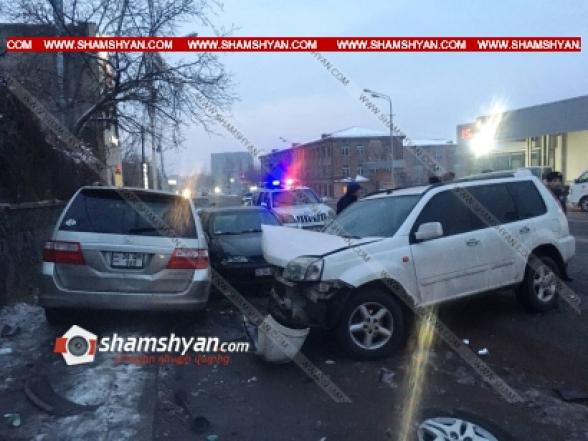 «Աֆինա» հյուրանոցի մոտ բախվել են Honda-ն ու Opel-ը. վիրավորներից մեկին հայտնաբերել են բեռնախցիկում