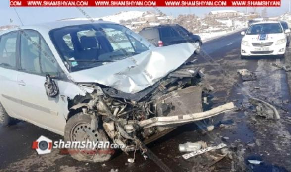 Գեղարքունիքի մարզում բախվել են Mercedes-ն ու Renault-ն․ Mercedes-ը հայտնվել է դաշտում, ձյան մեջ. կա 6 վիրավոր