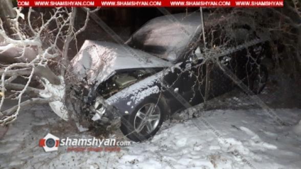 Կոտայքի մարզում բախվել են 49-ամյա վարորդի Mercedes-ն ու 40-ամյա վարորդի Opel-ը. Mercedes-ն էլ բախվել է ծառին. կա վիրավոր