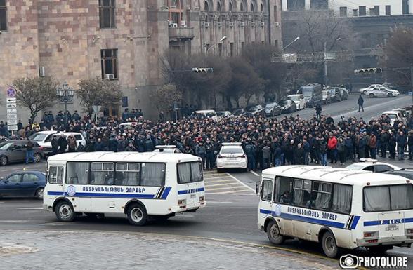 Փողոցը փակում են մսավաճառները, շահում է Փաշինյանը, օգտվում է Ալեքսանյանը. հեղափոխության շղթայական ռեակցիան