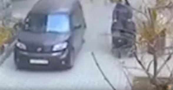 Վազգեն Սարգսյան փողոցում մեքենան երթևեկել է մայթով