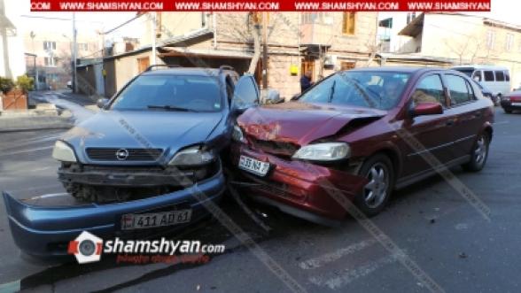 «Երևան սիթի» սուպերմարկետի հարևանությամբ բախվել են Opel-ները