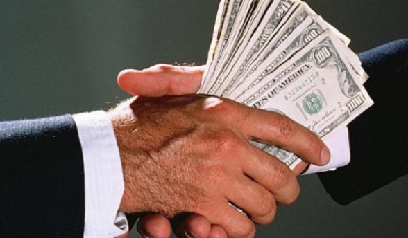 1000 ԱՄՆ դոլար կաշառք վերցնելիս ԵՊՀ դասախոս է բերման ենթարկվել, բացահայտվել են կաշառքի մի շարք դեպքեր․ ԱԱԾ (տեսանյութ)
