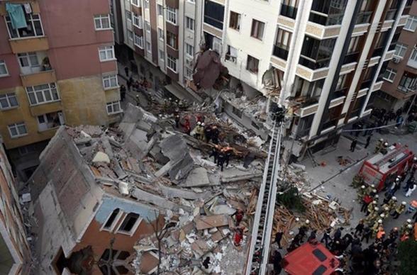 Ստամբուլում 7-հարկանի շենք է փլուզվել (լուսանկարներ)