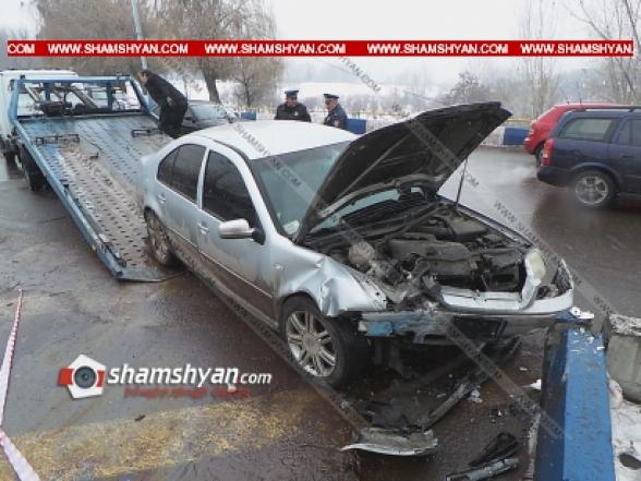 Volkswagen-ը բախվել է կամրջի բետոնե արգելապատնեշին. կա վիրավոր