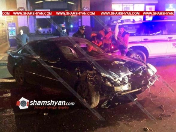 Երևանում բախվել են Mercedes-ն ու Hyundai-ը. կան վիրավորներ