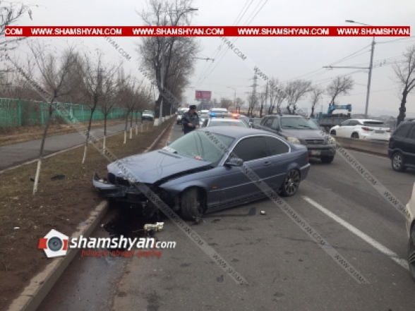 Երևանում BMW-ի վարորդը բախվել է ճանապարհի բաժանարար գոտում տեղադրված բետոնե արգելապատնեշին