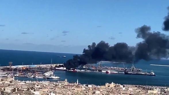 Из порта Триполи вывели нефтяные танкеры из-за ударов ЛНА