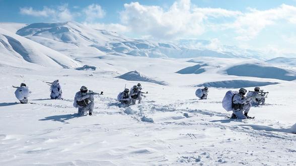 Նախիջևանի հատուկջոկատայինները խաղարկում են ձմռանը բարձրլեռնային գործողություններ