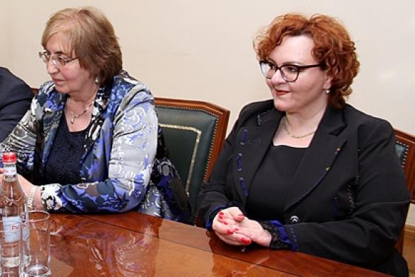 Պետական կառավարման համակարգում 3 կին փոխել են երկիրը .Հանրաքվեն բոյոկոտով աջակցենք Ալվինա Գյուլումյանին և Արևիկ Պետրոսյանին