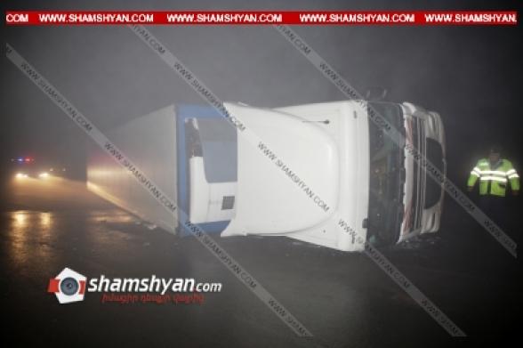 Կոտայքի մարզում DAF բեռնատարը «Չայնիի» ոլորաններում կողաշրջվել ու մասամբ փակել է ճանապարհը