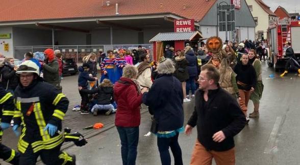 Число раненых при наезде машины на толпу в Германии превысило 60 человек