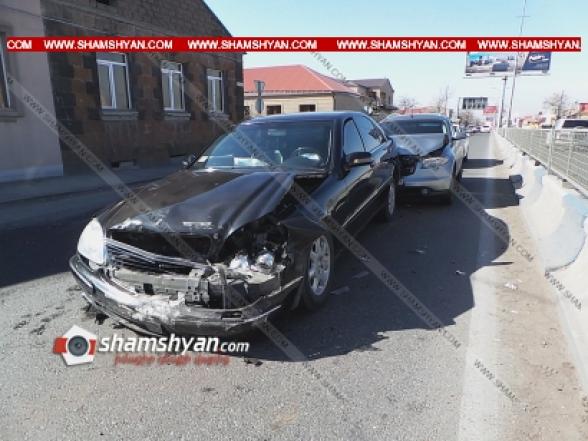 Երևանում բախվել են Infiniti-ն, Mercedes Տ 500-ը և Toyota Camry-ն