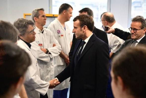 Президент Франции заявил, что эпидемия коронавируса впереди