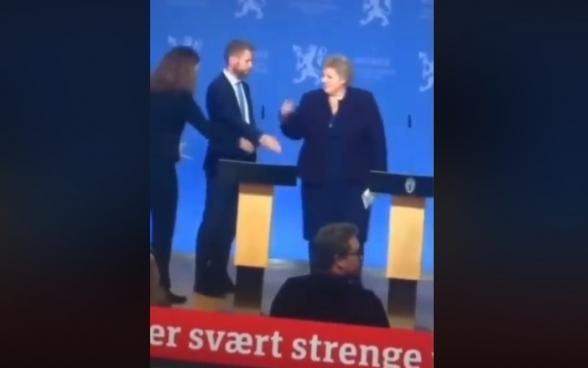 Ինչպես են վախենում Նորվեգիայի վարչապետն ու առողջապահության նախարարը միմյանց ձեռք սեղմել (տեսանյութ)