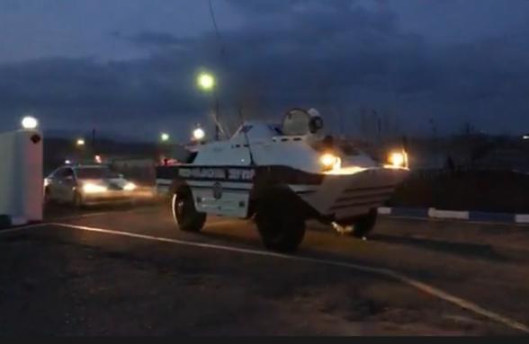 Ոստիկանությունը ռազմական մեքենաներ է դուրս բերել փողոց (տեսանյութ)