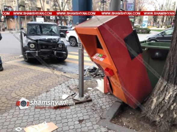 Երևանում «Mercedes»-ը բախվել է տերմինալին, կոտրել այն