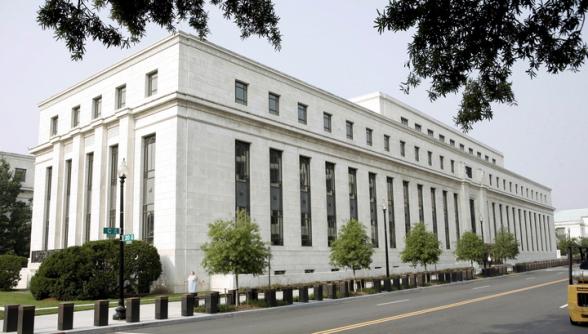 Баланс ФРС впервые превысил 5 триллионов долларов