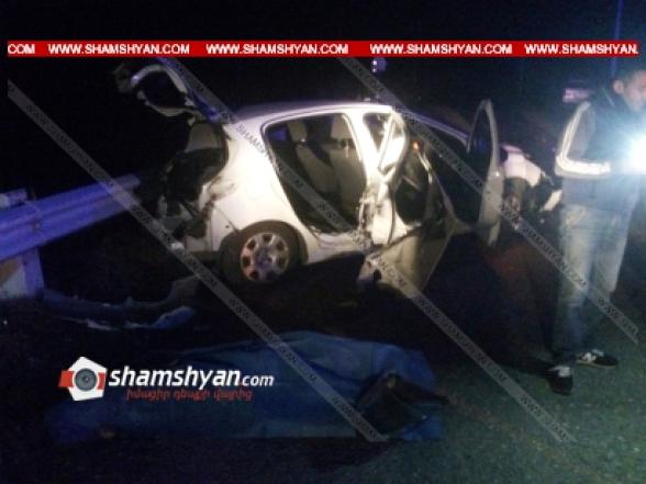 Վայոց Ձորի մարզում 40-ամյա վարորդը Peugeot-ով բախվել է բետոնե արգելապատնեշներին. 20-ամյա ուղևորը տեղում մահացել է