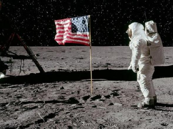 Трамп подписал указ о праве США на коммерческое освоение ресурсов Луны