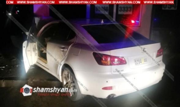 Երևանում 35–ամյա վարորդը Lexus-ով բախվել է Ավան վարչական շրջանի ղեկավարի աշխատավայրի շենքի պատին. կա վիրավոր