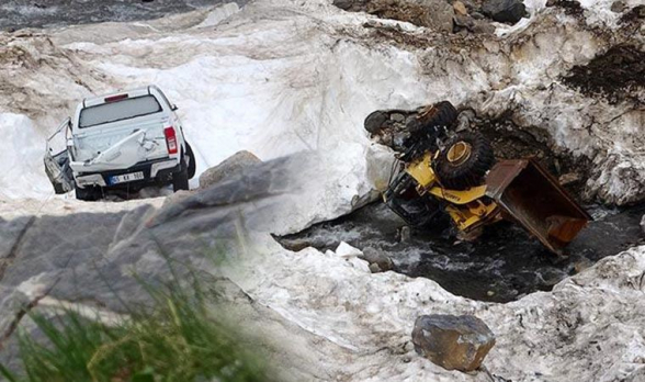 Վանում ձնհալի արդյունքում ի հայտ են եկել ձմռանը ձնահյուսի տակ մնացած մեքենաներից 2-ը