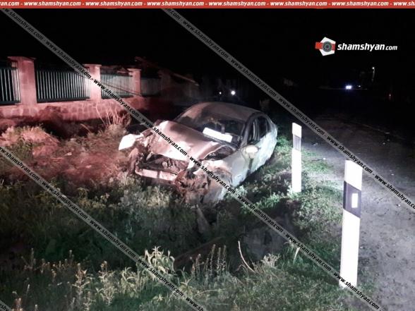 Գեղարքունիքի մարզում 24-ամյա վարորդը «Mercedes»-ով կոտրել է էլեկտրասյունը և տապալել այն. կան վիրավորներ