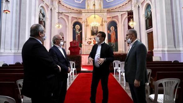 Ստամբուլի քաղաքապետն այցելել է վերջերս հարձակման ենթարկված հայկական եկեղեցի
