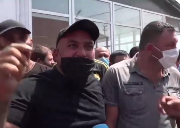«Сделали его премьером, а он сегодня хочет нас убить?»: сельчане протестуют против закрытия рынка «Меймандар» (видео)