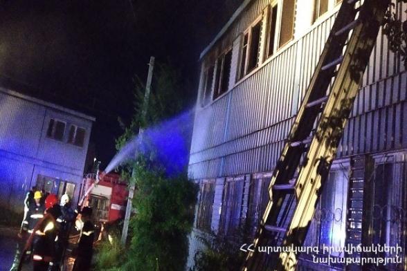 Հրդեհ Գյումրի քաղաքի երկհարկանի տնակում. ժամանել է հրշեջ փրկարարների 5 մարտական հաշվարկ