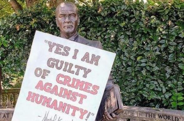 «Այո, ես մեղավոր եմ մարդկության դեմ կատարված հանցագործությունների համար». Վաշինգտոնում հույները պաստառ են փակցրել Աթաթուրքի արձանին (լուսանկար)